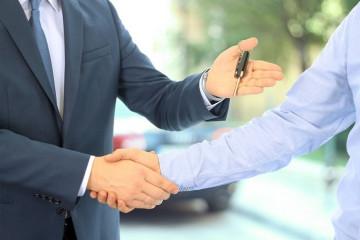 Sprzedaż czy zamiana auta. Co bardziej się opłaca?